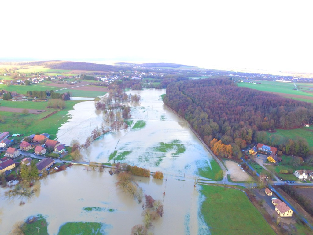 La Largue en crue à Altenach, la route abaissée joue son rôle d'optimisation des crues, le 18 janvier 2018